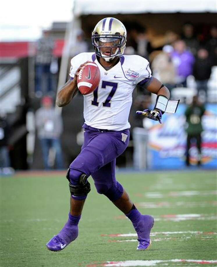 Washington quarterback Keith Price (17) looks for an open player the during second half of the MAACO Bowl NCAA college football game against Boise State, Saturday, Dec. 22, 2012, in Las Vegas. Boise State won 28-26. Photo: David Becker, AP / FR170737 AP