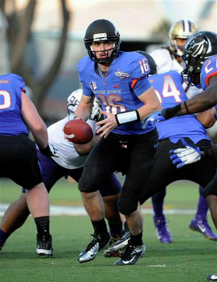 Boise State quarterback Joe Southwick (16) looks to hand off the ball during second half of the MAACO Bowl NCAA college football game against Washington, Saturday, Dec. 22, 2012, in Las Vegas. Boise State won 28-26. Photo: David Becker, AP / FR170737 AP