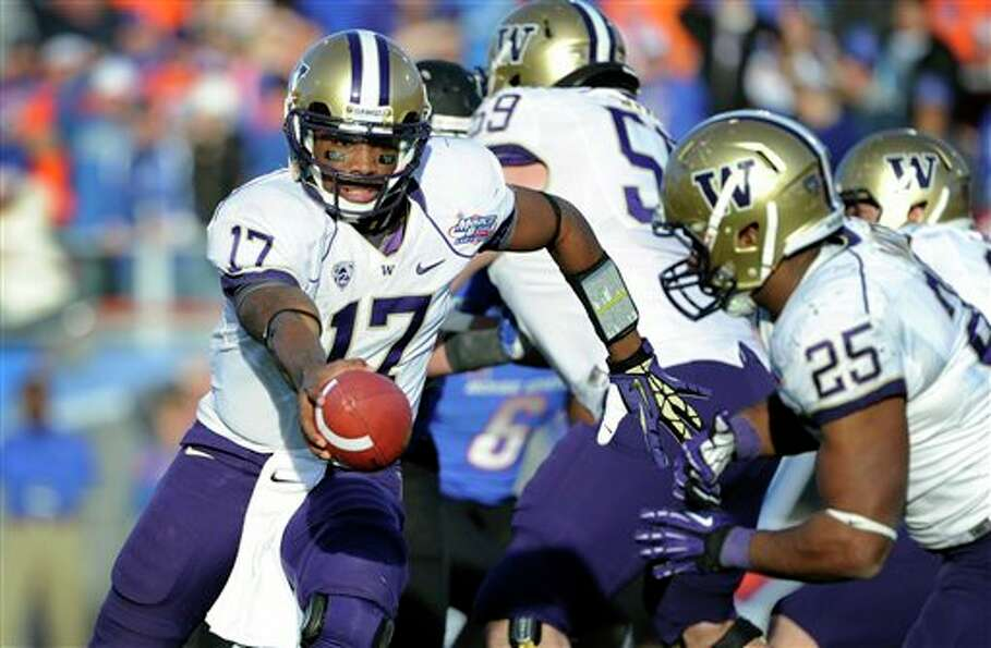 Washington quarterback Keith Price (17) hands off the ball to Bishop Sankey (25) during second half
