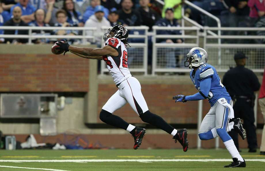 DETROIT, MI - DECEMBER 22: Roddy White #84 of the Atlanta Falcons scores on a 44 yard pass from Matt Ryan #2 during the first quarter of the game at Ford Field on December 22, 2012 in Detroit, Michigan.  (Photo by Leon Halip/Getty Images) Photo: Leon Halip