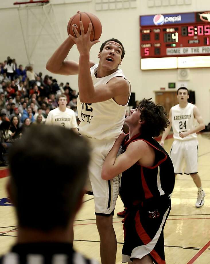 Mitty's Aaron Gordon has narrowed his college choices to Arizona, Kentucky and Washington. Photo: Michael Macor, The Chronicle