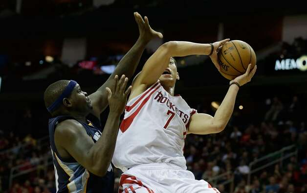 Jeremy Lin of the Rockets drives against Zach Randolph  of the Grizzlies. (Scott Halleran / Getty Images)