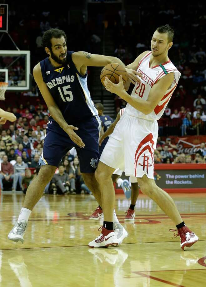 Hamed Haddadi of the Grizzlies fights for the ball with Donatas Montiejunas of the Rockets. (Scott Halleran / Getty Images)
