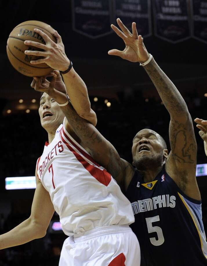 Jeremy Lin (7) knocks the ball away from Marreese Speights. (Pat Sullivan / Associated Press)