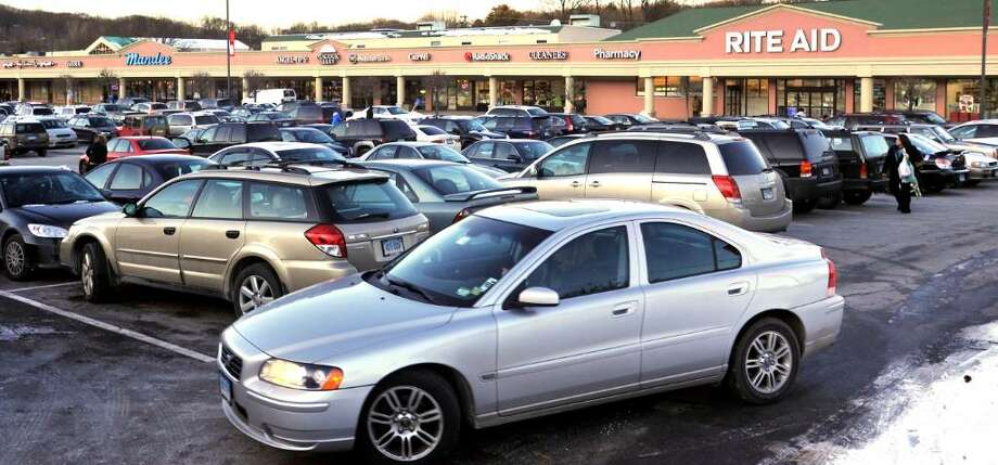 Cars in the parking lot of the North Street Shopping Center ,in Danbury, on Monday, Dec.21,2009. Photo: Michael Duffy / The News-Times