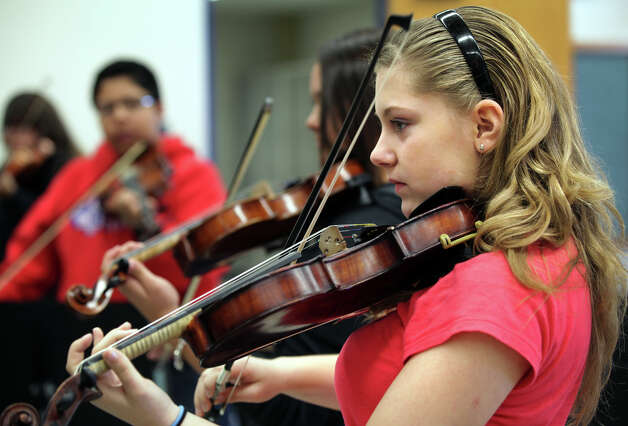 Eve Poindexter plays violin in Angela Campos's Mariachi class at Wood Middle School in North East ISD. Campos, who also teaches Orchestra at the school, is a member of Mariachi Juvenil Los Charros. Tuesday, Dec. 11, 2012. Photo: Bob Owen, San Antonio Express-News / © 2012 San Antonio Express-News