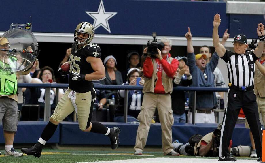 New Orleans Saints tight end David Thomas (85) scores a touchdown during the second half of an NFL football game against the Dallas Cowboys Sunday, Dec. 23, 2012 in Arlington, Texas. (AP Photo/Brandon Wade) Photo: Brandon Wade, Associated Press / FR168019 AP