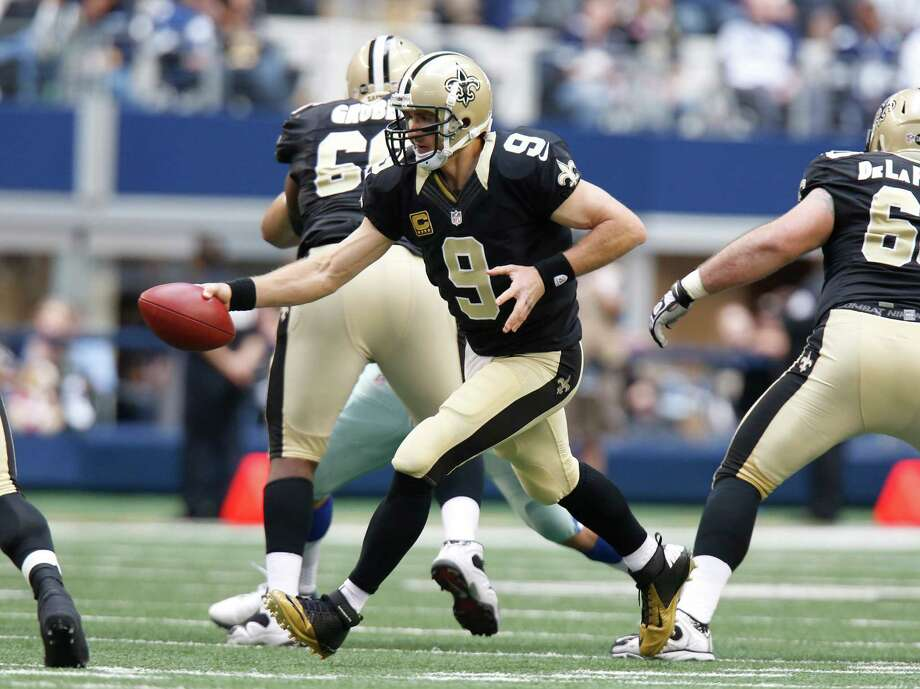 New Orleans Saints quarterback Drew Brees (9) hands off during the first half of an NFL football game against the Dallas Cowboys Sunday, Dec. 23, 2012 in Arlington, Texas. (AP Photo/Sharon Ellman) Photo: Sharon Ellman, Associated Press / AP