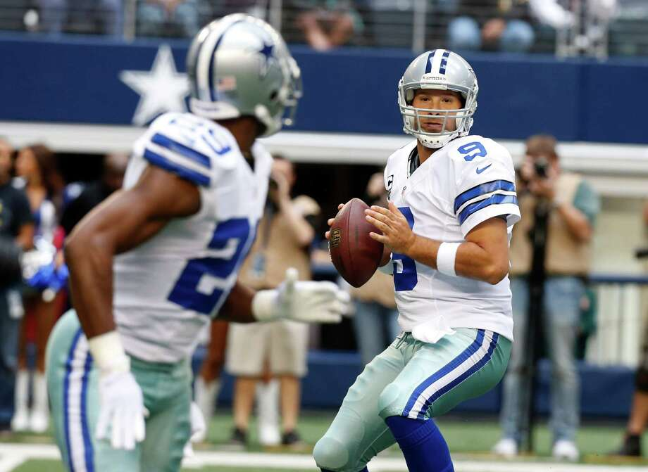 Dallas Cowboys quarterback Tony Romo (9) looks to pass to DeMarco Murray (29) during the first half of an NFL football game against the New Orleans Saints Sunday, Dec. 23, 2012 in Arlington, Texas. (AP Photo/Sharon Ellman) Photo: Sharon Ellman, Associated Press / AP