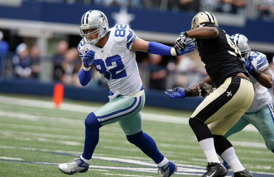 Dallas Cowboys tight end Jason Witten (82) runs to get open during the second half of an NFL football game against the New Orleans Saints Sunday, Dec. 23, 2012 in Arlington, Texas. (AP Photo/Sharon Ellman) Photo: Sharon Ellman, Associated Press / AP