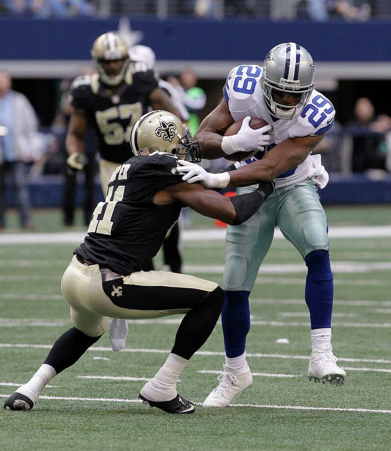 Dallas Cowboys running back DeMarco Murray (29) runs against New Orleans Saints strong safety Roman Harper (41) during the second half of an NFL football game Sunday, Dec. 23, 2012 in Arlington, Texas. (AP Photo/Brandon Wade) Photo: Brandon Wade, Associated Press / AP