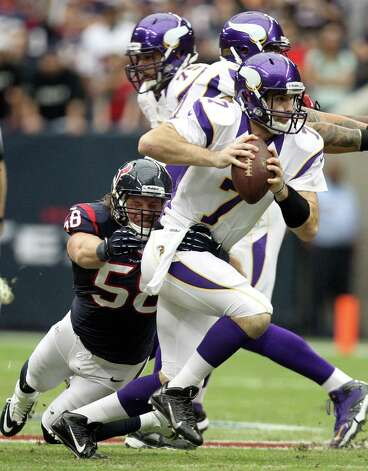 Houston Texans outside linebacker Brooks Reed (58) tackles Minnesota Vikings quarterback Christian Ponder (7) for a 1-yard gain during the first quarter of a NFL game, Sunday, Dec. 23, 2012, at Reliant Stadium  in Houston. Photo: Nick De La Torre, Houston Chronicle / © 2012  Houston Chronicle