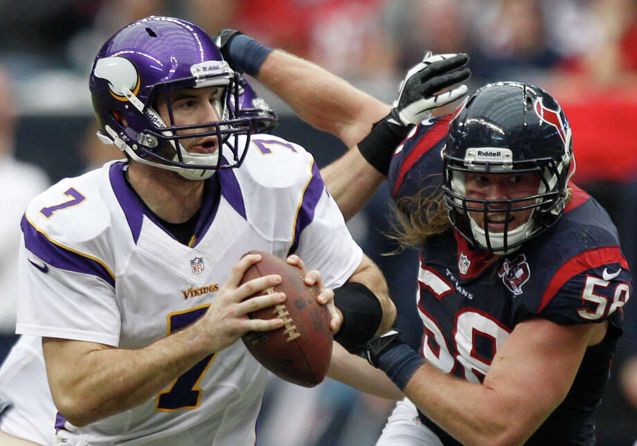 Houston Texans outside linebacker Brooks Reed (58) applies pressure to Minnesota Vikings quarterback Christian Ponder (7) during the second quarter at Reliant Stadium on Sunday, Dec. 23, 2012, in Houston. Photo: Brett Coomer, Houston Chronicle / © 2012  Houston Chronicle