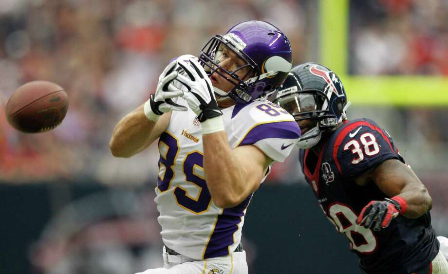 Minnesota Vikings tight end John Carlson (89) can't hold on to a pass as Houston Texans free safety Danieal Manning (38) defends during the second quarter at Reliant Stadium on Sunday, Dec. 23, 2012, in Houston. Photo: Brett Coomer, Houston Chronicle / © 2012  Houston Chronicle