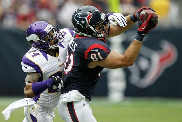 Houston Texans tight end Owen Daniels (81) makes a catch as Minnesota Vikings cornerback A.J. Jefferson (24) defends during the second quarter at Reliant Stadium on Sunday, Dec. 23, 2012, in Houston. Photo: Brett Coomer, Houston Chronicle / © 2012  Houston Chronicle