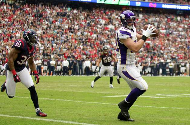 Minnesota Vikings tight end Kyle Rudolph (82) catches a 3-yard touchdown pass as Houston Texans free safety Danieal Manning (38) defends during the first quarter at Reliant Stadium on Sunday, Dec. 23, 2012, in Houston. Photo: Brett Coomer, Houston Chronicle / © 2012  Houston Chronicle
