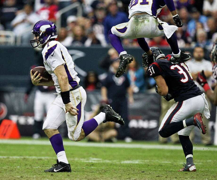 Minnesota Vikings quarterback Christian Ponder (7) runs for a first down on the Houston Texans defense during the fourth quarter of a NFL game, Sunday, Dec. 23, 2012, at Reliant Stadium  in Houston. Photo: Nick De La Torre, Houston Chronicle / © 2012  Houston Chronicle