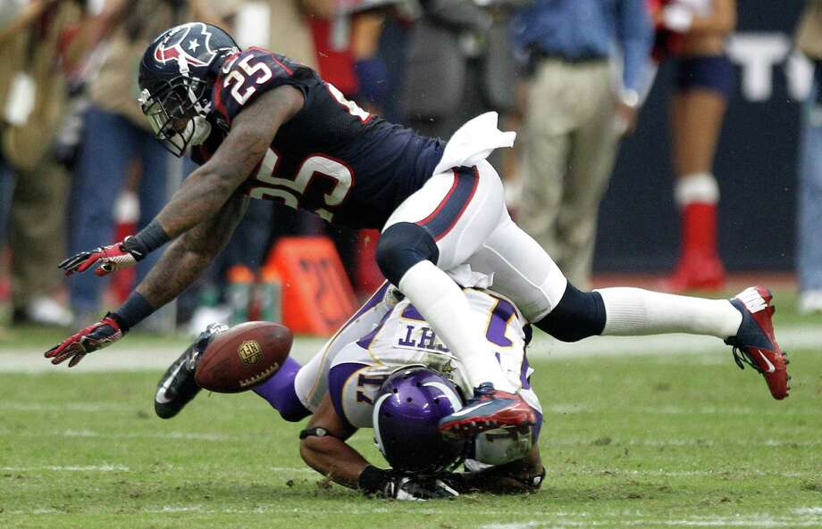 Houston Texans cornerback Kareem Jackson (25) breaks up a pass intended for Minnesota Vikings wide receiver Jarius Wright (17) during the fourth quarter at Reliant Stadium on Sunday, Dec. 23, 2012, in Houston. Photo: Brett Coomer, Houston Chronicle / © 2012  Houston Chronicle