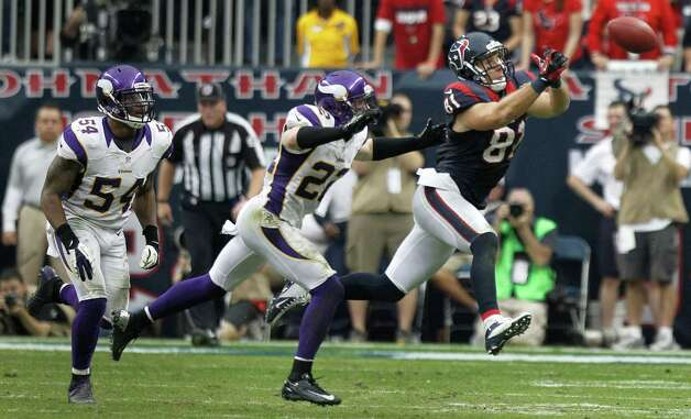 Houston Texans tight end Owen Daniels (81) can't pull down a reception as he is defended by Minnesota Vikings free safety Harrison Smith (22) and middle linebacker Jasper Brinkley (54) during the fourth quarter at Reliant Stadium on Sunday, Dec. 23, 2012, in Houston. Photo: Brett Coomer, Houston Chronicle / © 2012  Houston Chronicle