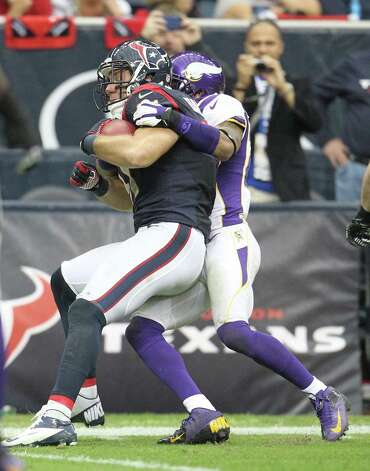 Minnesota Vikings cornerback A.J. Jefferson (24) tackles Houston Texans tight end Owen Daniels (81) on the one-yard line during the fourth quarter of an NFL football game at Reliant Stadium, Sunday, Dec. 23, 2012, in Houston. Photo: Karen Warren, Houston Chronicle / © 2012 Houston Chronicle
