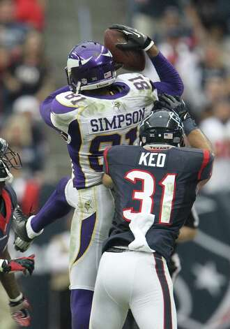Minnesota Vikings wide receiver Jerome Simpson (81) makes a catch of a ball near the sidelines against Houston Texans defensive back Shiloh Keo (31) during the fourth quarter of an NFL football game at Reliant Stadium, Sunday, Dec. 23, 2012, in Houston. Photo: Karen Warren, Houston Chronicle / © 2012 Houston Chronicle