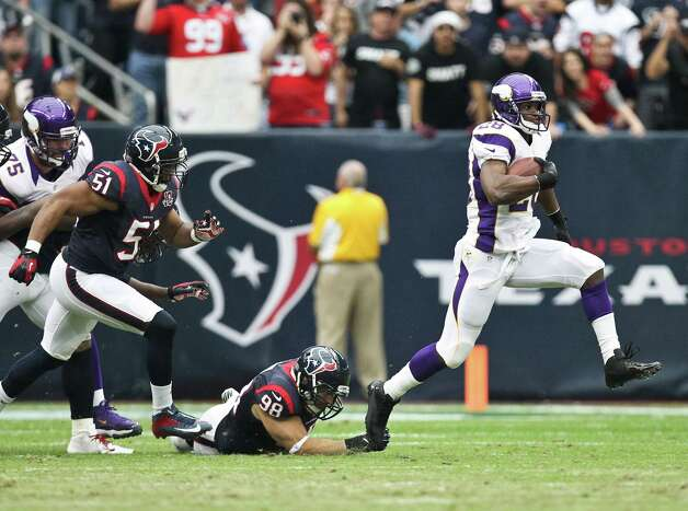 Minnesota Vikings running back Adrian Peterson (28) breaks away from Houston Texans outside linebacker Connor Barwin (98) for a first down during the first quarter of a NFL game, Sunday, Dec. 23, 2012, in his Reliant Stadium  in Houston. Photo: Nick De La Torre, Houston Chronicle / © 2012  Houston Chronicle