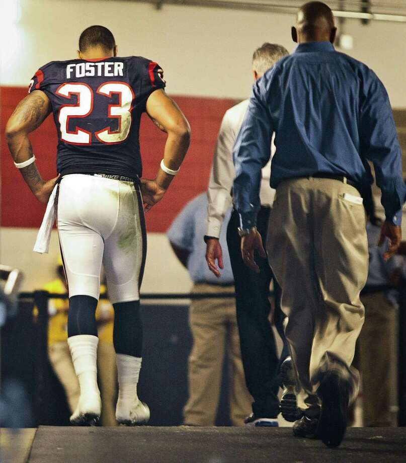 Texans running back Arian Foster (23) leaves the game during the third quarter. Foster left the bench for the locker room suffering from an irregular heartbeat that subsided by the gameÕs end. Photo: Nick De La Torre, Houston Chronicle / © 2012  Houston Chronicle