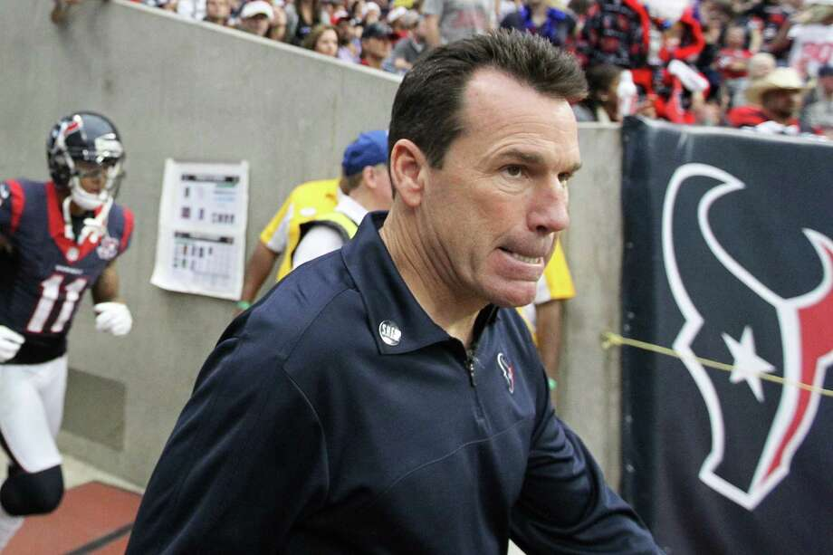 Texans head coach Gary Kubiak comes out of the tunnel before the start of the second half. Photo: Karen Warren, Houston Chronicle / © 2012 Houston Chronicle