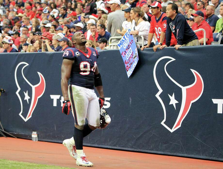 Texans defensive end Antonio Smith leaves the field during the second quarter. Photo: Karen Warren, Houston Chronicle / © 2012 Houston Chronicle