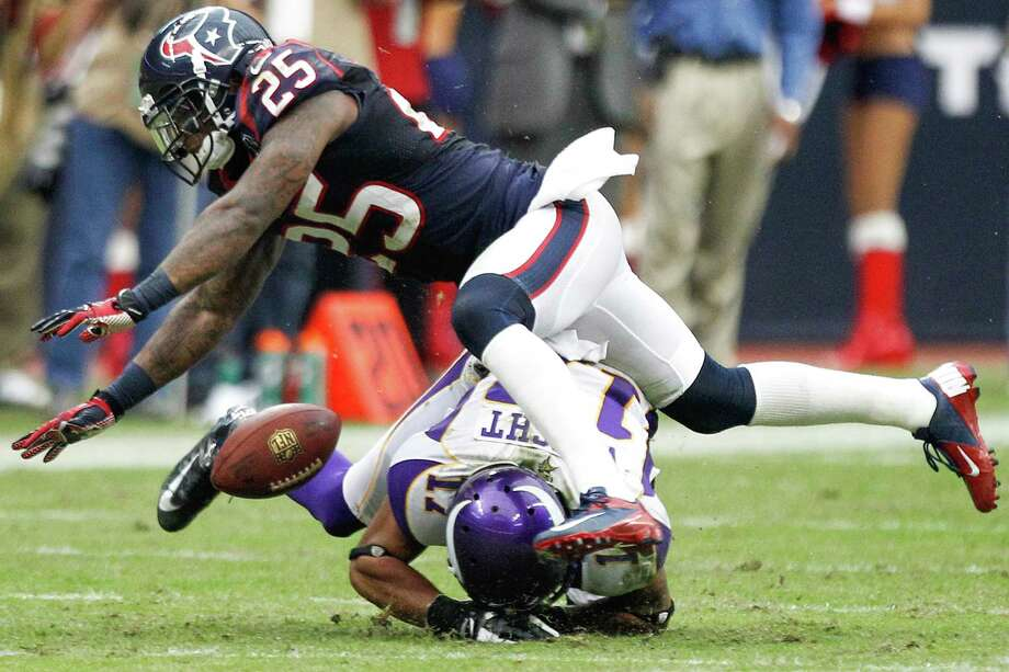 Texans cornerback Kareem Jackson (25) breaks up a pass intended for Vikings wide receiver Jarius Wright (17) during the fourth quarter. Photo: Brett Coomer, Houston Chronicle / © 2012  Houston Chronicle