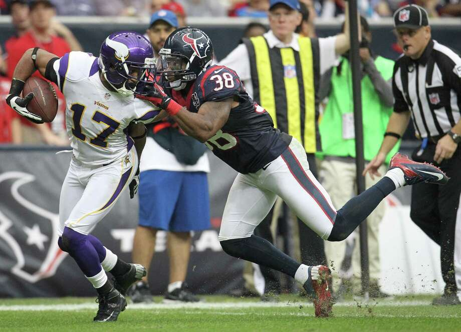 Texans free safety Danieal Manning (38) commits a face mask penalty as he brings down Vikings wide receiver Jarius Wright during the fourth quarter. Photo: Karen Warren, Houston Chronicle / © 2012 Houston Chronicle