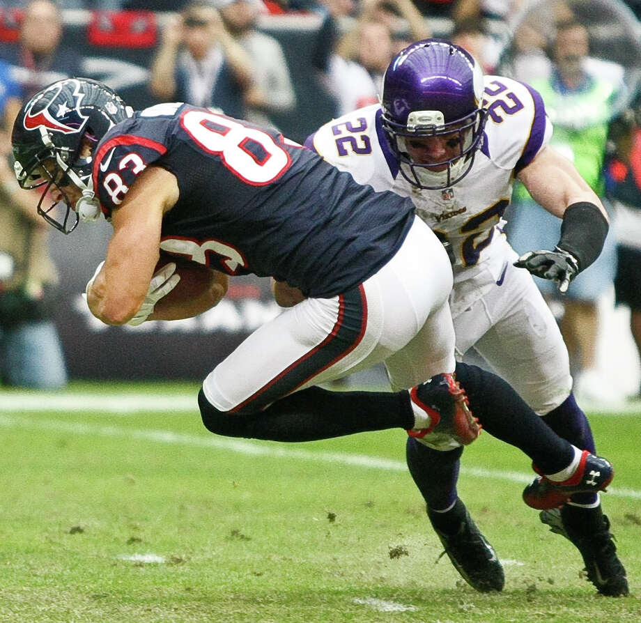 Texans wide receiver Kevin Walter dives for the end zone as Vikings free safety Harrison Smith (22) defends during the third quarter. Photo: Nick De La Torre, Houston Chronicle / © 2012  Houston Chronicle