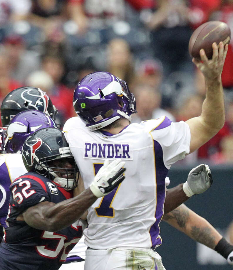 Vikings quarterback Christian Ponder (7) gets off a pass as he is hit by Texans inside linebacker Tim Dobbins (52) during the second quarter. Photo: Nick De La Torre, Houston Chronicle / © 2012  Houston Chronicle
