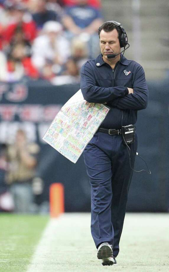 Texans head coach Gary Kubiak paces the sidelines during the second quarter. Photo: Karen Warren, Houston Chronicle / © 2012 Houston Chronicle