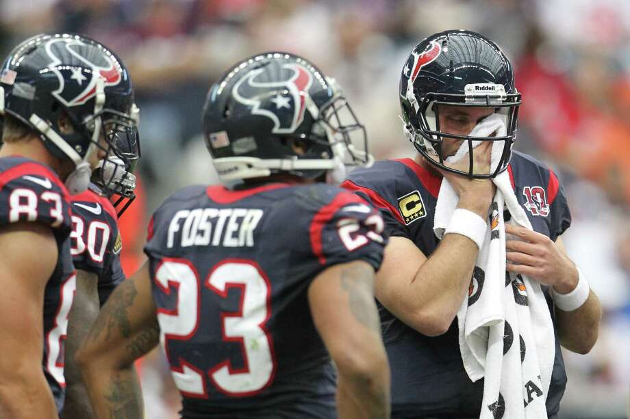 Texans quarterback Matt Schaub wipes his face during the second quarter. Photo: Karen Warren, Houston Chronicle / © 2012 Houston Chronicle