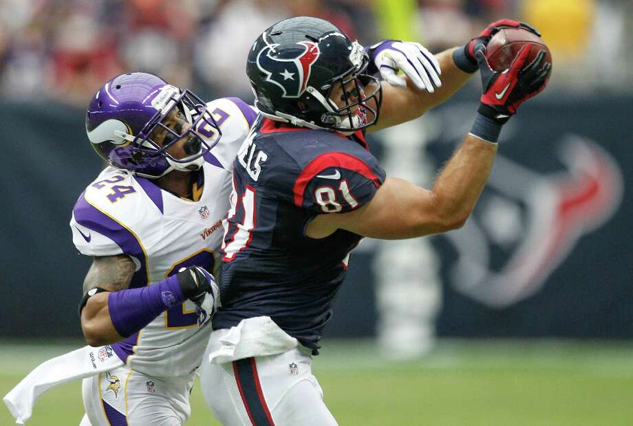 Texans tight end Owen Daniels (81) makes a catch as Vikings cornerback A.J. Jefferson (24) defends during the second quarter. Photo: Brett Coomer, Houston Chronicle / © 2012  Houston Chronicle