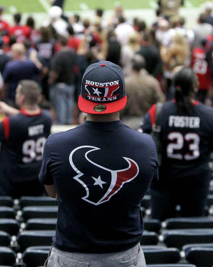 Texans fans watch pre-game warmups before the game. Photo: Karen Warren, Houston Chronicle / © 2012 Houston Chronicle