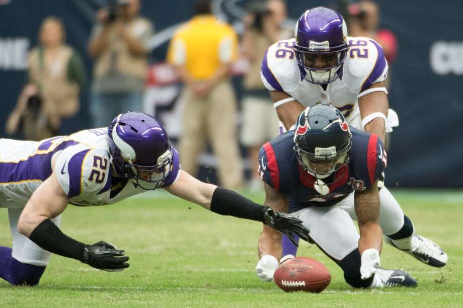 Texans wide receiver DeVier Posey (11) dives for a loose football against Vikings free safety Harrison Smith (22). (Smiley N. Pool / Houston Chronicle)