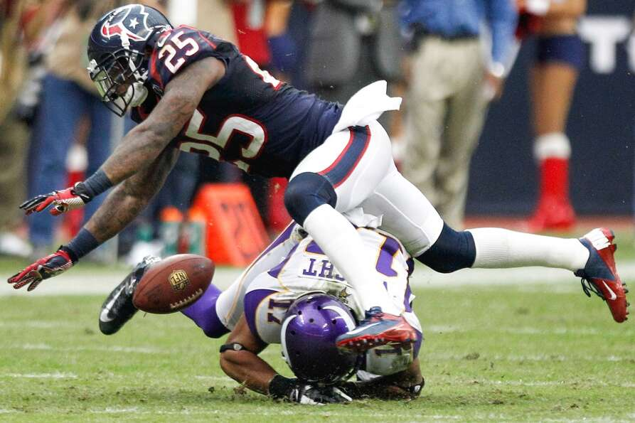 Texans cornerback Kareem Jackson (25) breaks up a pass intended for Vikings wide receiver Jarius Wri