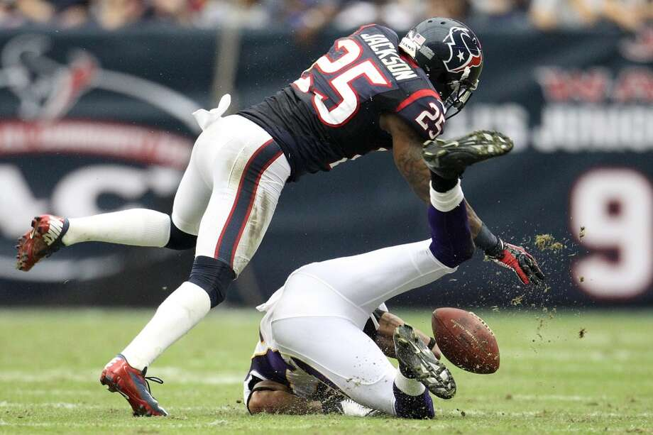 Texans cornerback Kareem Jackson (25) puts a stop on Vikings wide receiver Jarius Wright (17) during the fourth quarter. (Karen Warren / Houston Chronicle)