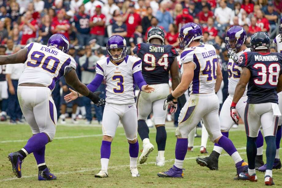 Vikings kicker Blair Walsh (3) celebrates with Fred Evans (90) after kicking a field goal during the second quarter. (Brett Coomer / Houston Chronicle)