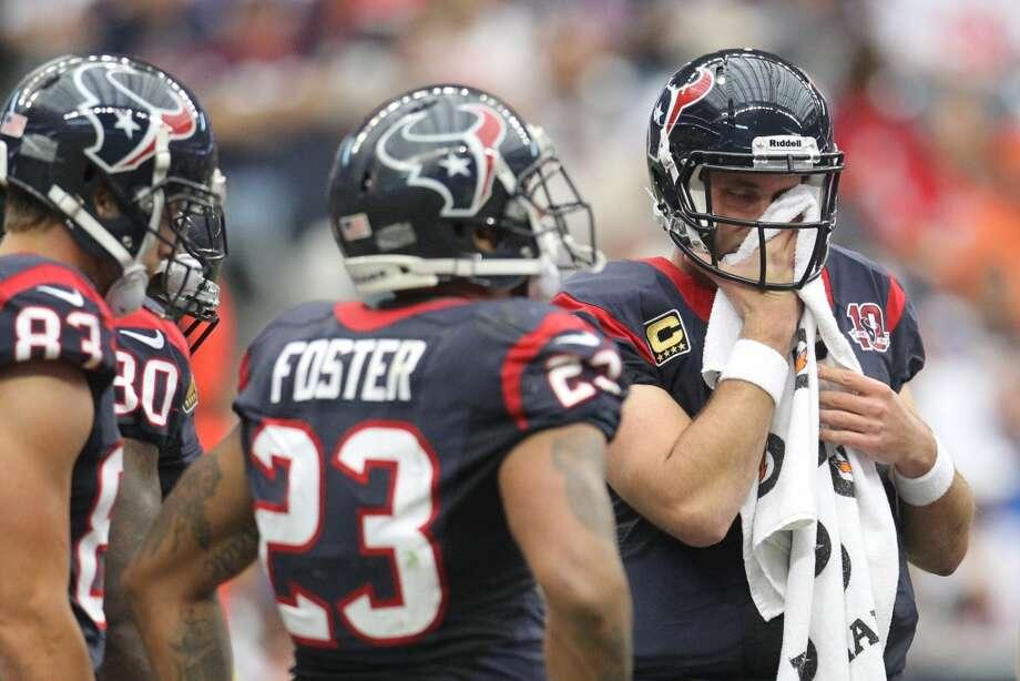 Texans quarterback Matt Schaub wipes his face during the second quarter. (Karen Warren / Houston Chronicle)