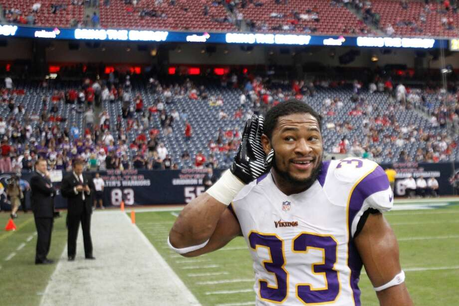 Vikings strong safety Jamarca Sanford (33) puts his hand to his ear as he gestures to the crowd during the fourth quarter. (Brett Coomer / Houston Chronicle)