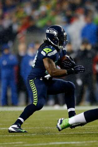 Marshawn Lynch #24 of the Seattle Seahawks scores a 24-yard rushing touchdown in the first quarter against the San Francisco 49ers at Qwest Field on December 23, 2012 in Seattle, Washington.   (Otto Greule Jr / Getty Images)