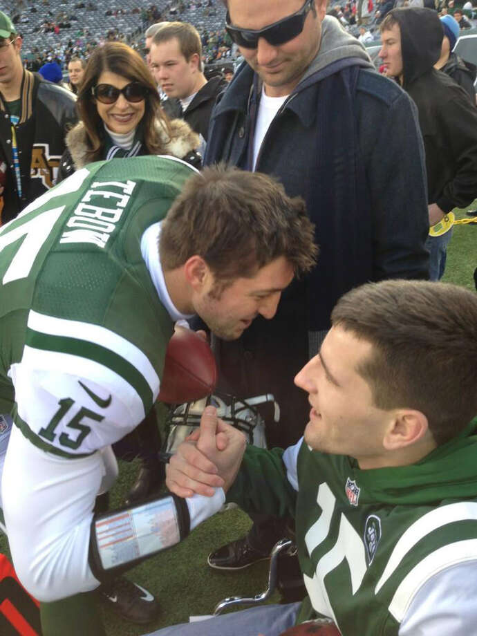 Tim Tebow shakes hands with Shenendehowa student Matt Hardy. Source: @matthewhardy34