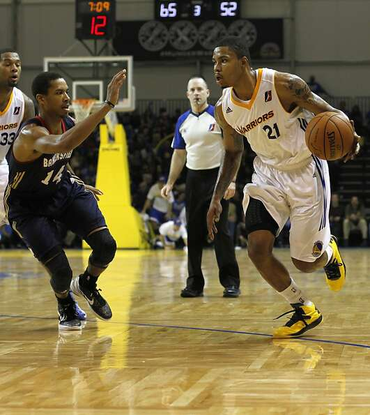 Kent Bazemore drives to the basket during the third quarter. The Santa Cruz Warriors held their firs