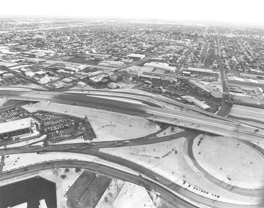 An aerial view of snow-covered San Antonio in January 1985. Photo: San Antonio Express-News File Photo