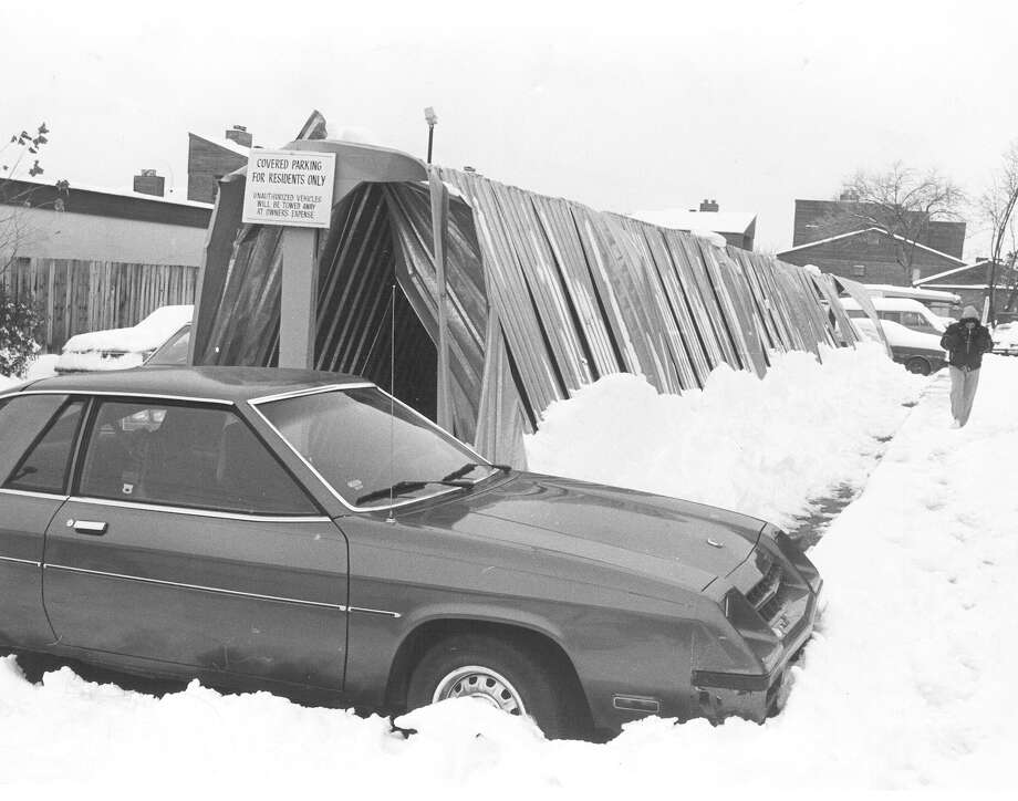 Carports at an apartment complex in the 2500 block of Babcock Road collapsed under the weight of the snowfall on Jan. 13, 1985. The complex notified owners to move their vehicles, and no cars were damaged. Photo: San Antonio Express-News File Photo
