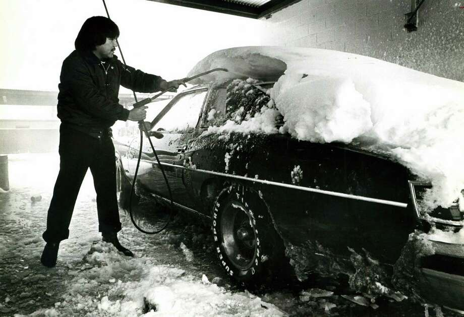 Joe Contreras washes the snow off his car at a carwash at W. Salinas and N. Zarzamora on Jan. 13, 1985. Photo: San Antonio Express-News File Photo