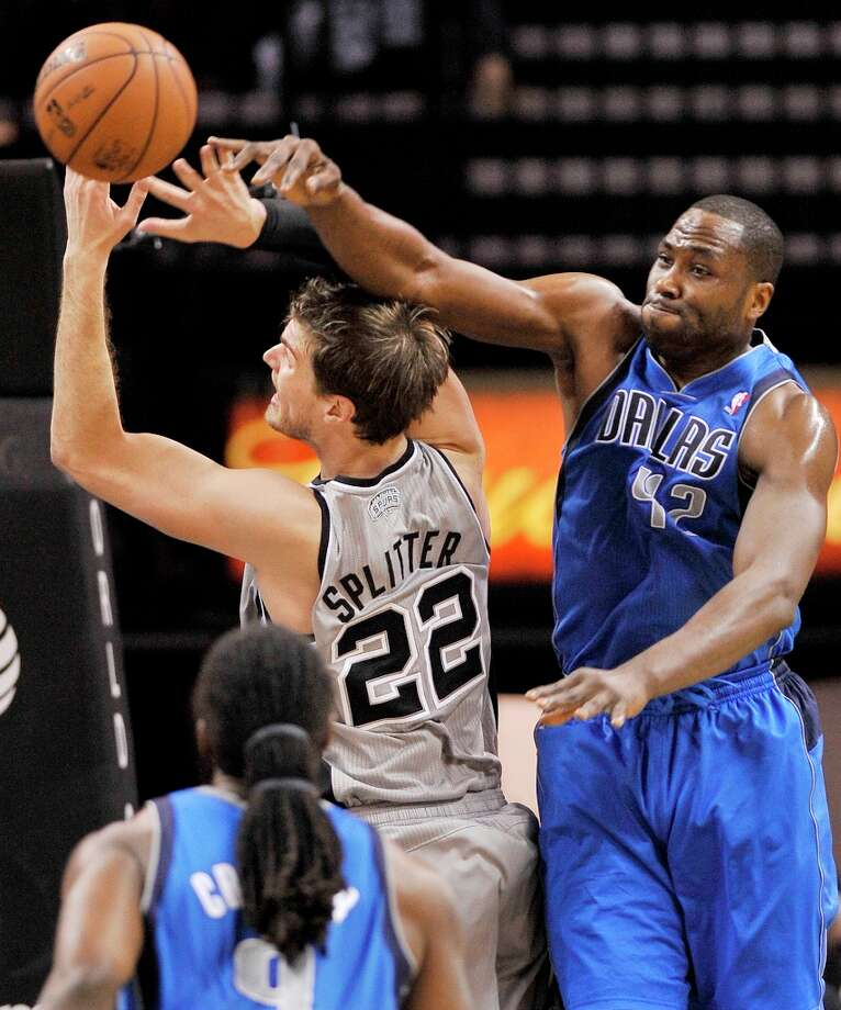 The Mavericks' Elton Brand (right) defends against the Spurs' Tiago Splitter during the first half, Sunday, Dec. 23, 2012, in San Antonio. Photo: Darren Abate, Associated Press / FR115 AP